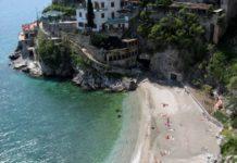 spiaggetta abusiva Costiera Amalfitana