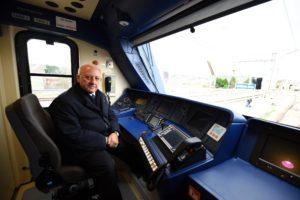 Il governatore Vincenzo De Luca a bordo di un treno EaV
