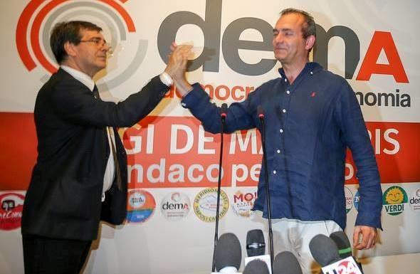 Il capo ufficio stampa del Comune di Napoli, Mimmo Annunziata, e il sindaco di Napoli Luigi de Magistris (dal profilo Fb)