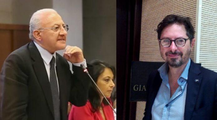 A sinistra, il governatore Vincenzo De Luca. A destra, il consigliere regionale Francesco Borrelli