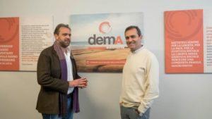 Claudio de Magistris e il fratello Luigi, sindaco di Napoli, nella sede dell'associazione deMa