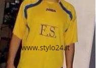 La maglia della squadra di calcio della Famiglia Sibillo (Stylo24)