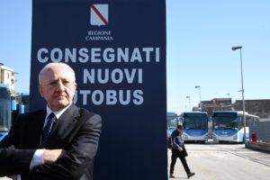 Il Governatore Vincenzo De Luca, alla consegna di nuovi autobus Eav
