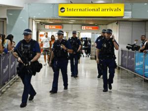 L'aeroporto di Londra, uno dei luoghi più controllati al mondo