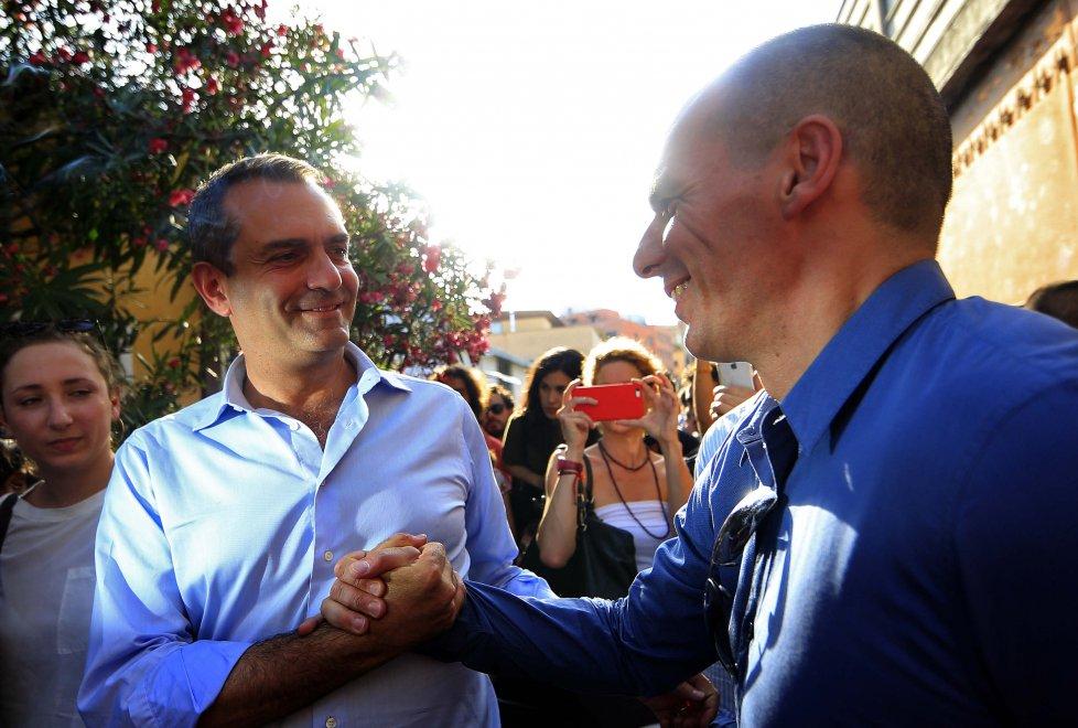 Yanis Varoufakis con il sindaco di Napoli Luigi de Magistris