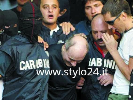 Paolo Di Lauro, il boss di Secondigliano e Scampia, al momento dell'arresto
