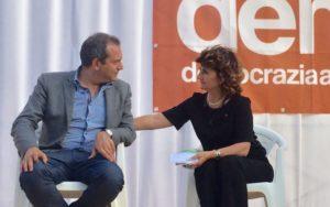 Il sindaco di Arzano Fiorella Esposito con il sindaco di Napoli Luigi de Magistris