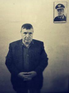 L'arresto di Totò Riina sotto la foto del generale Carlo Alberto Dalla Chiesa