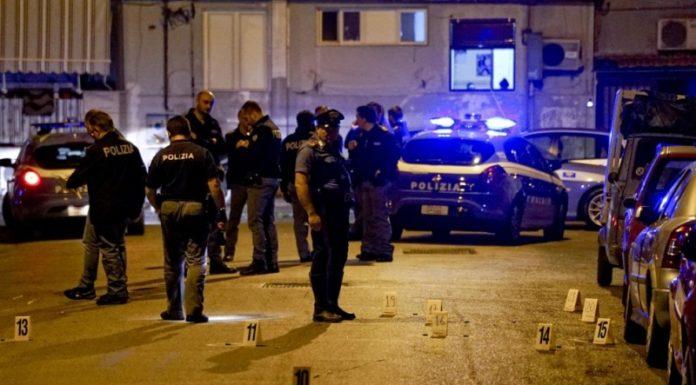 Il sopralluogo della polizia dopo una stesa