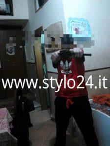 Una immagine tratta dal profilo Facebook di un giovane affiliato ai Mazzarella