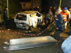L'auto in cui fu rinvenuto il cadavere di Gelsomina, completamente divorato dal fuoco