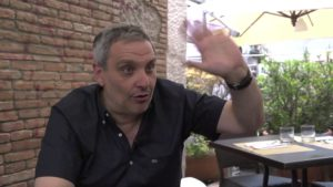 Lo scrittore di noir, Maurizio De Giovanni