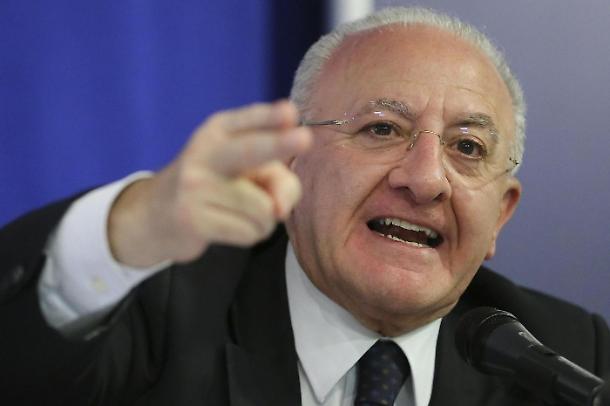 De Luca smaschera la favola di Giggino-senza-un-euro