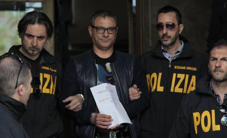 Camorra, riciclavano denaro per il clan Lo Russo: arrestati due medici