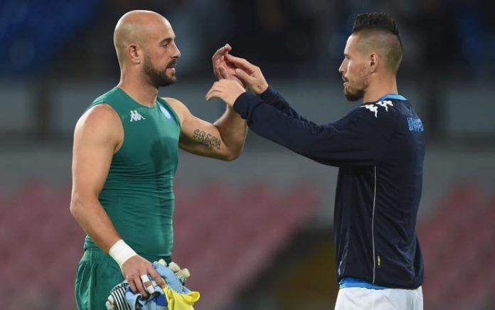 Calcio Napoli Hamsik saluta Reina