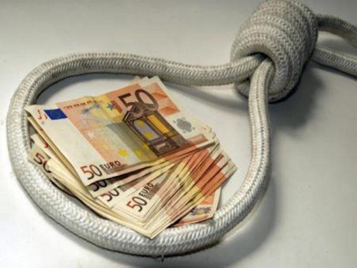 Usura, 63enne arrestata: più di 30mila euro di interessi in 5 anni per un prestito