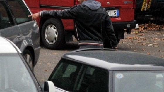 Guerra ai parcheggiatori abusivi a Napoli, in 3 mesi 190 ordini di  allontanamento