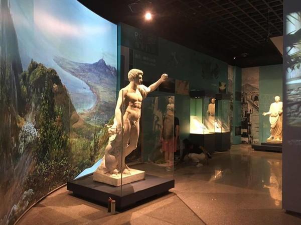 Un viaggio andata e ritorno da Napoli alla Cina nel segno dell&#39;<b>arte</b>