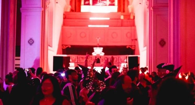 Halloween Chiesa.Party Horror Nella Chiesa Di San Gennaro All Olmo La Procura Apre