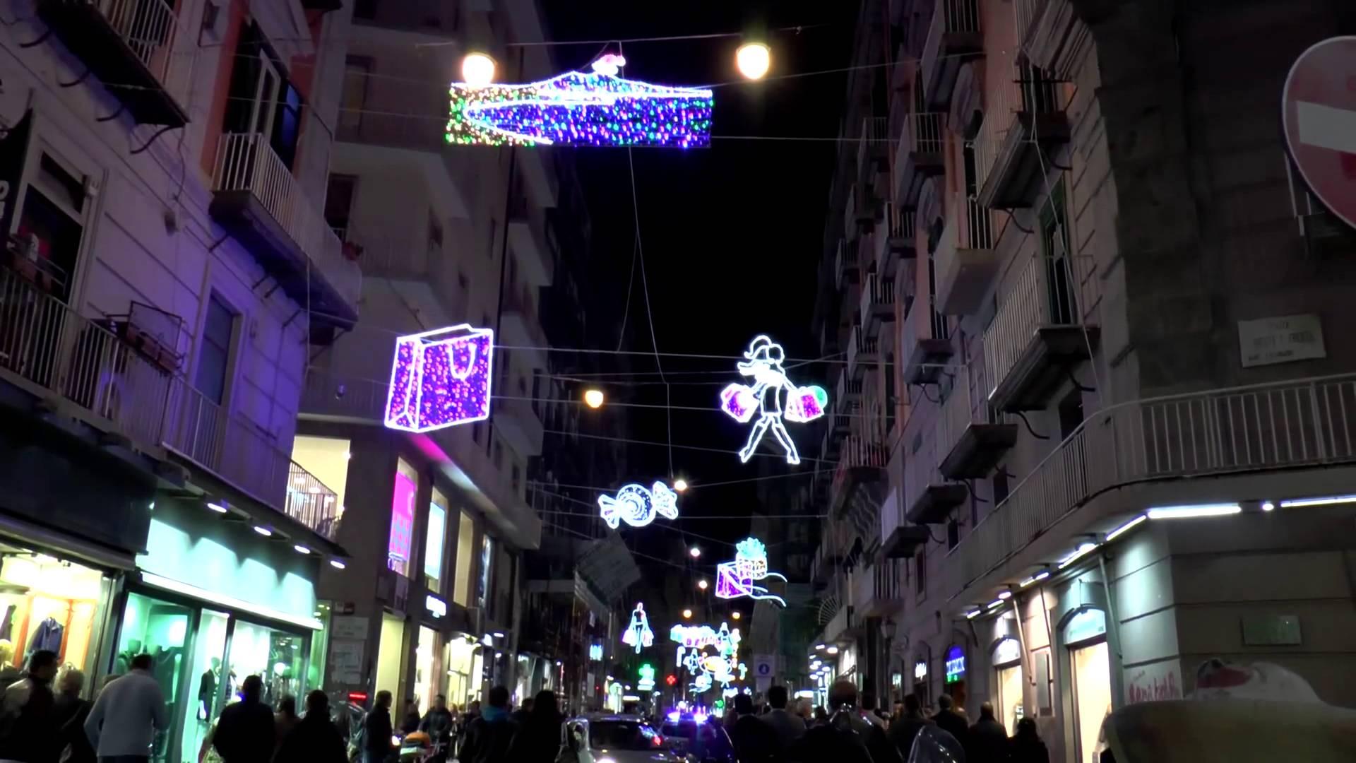Luci Di Natale A Napoli.Video Napoli Si Illumina Per Natale Grazie All Intervento Dei Privati