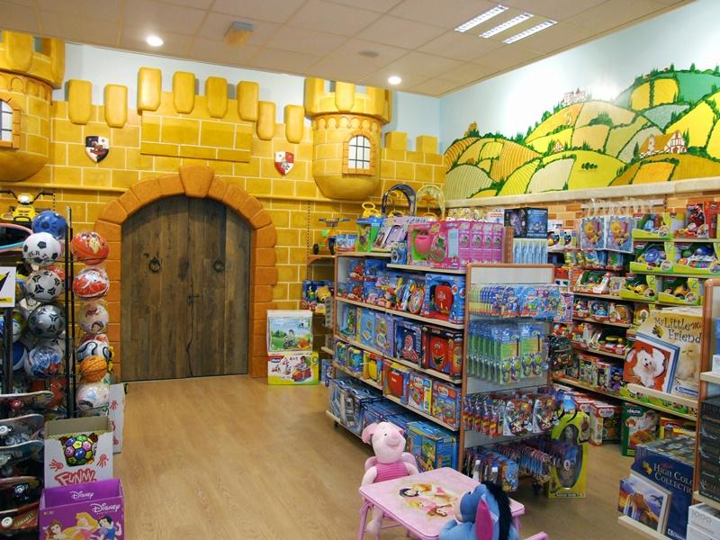 Napoli la citt dei giocattoli prima in italia per for Numero dei parlamentari in italia