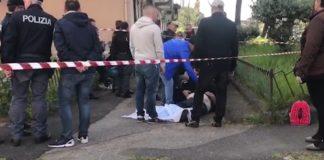 Il cadavere di Luigi Mignano, freddato dai killer del clan D'Amico davanti alla scuola frequentata dal nipotino