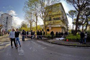 L'agguato davanti alla scuola di San Giovanni a Teduccio in cui ha perso la vita Luigi Mignano