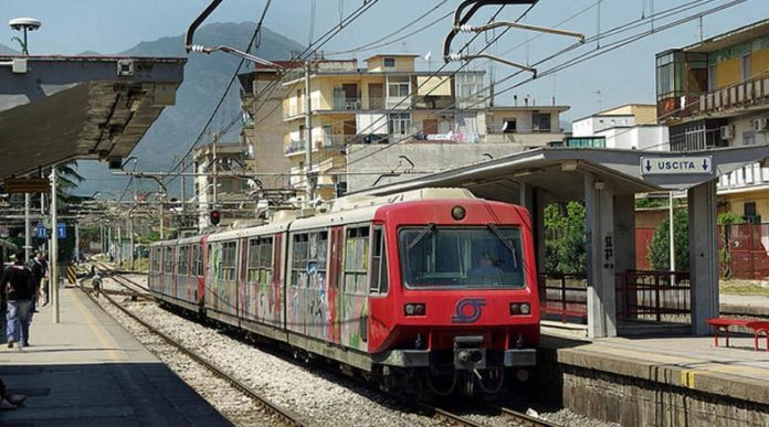Circumvesuviana, nuovi disagi: treni in forte ritardo