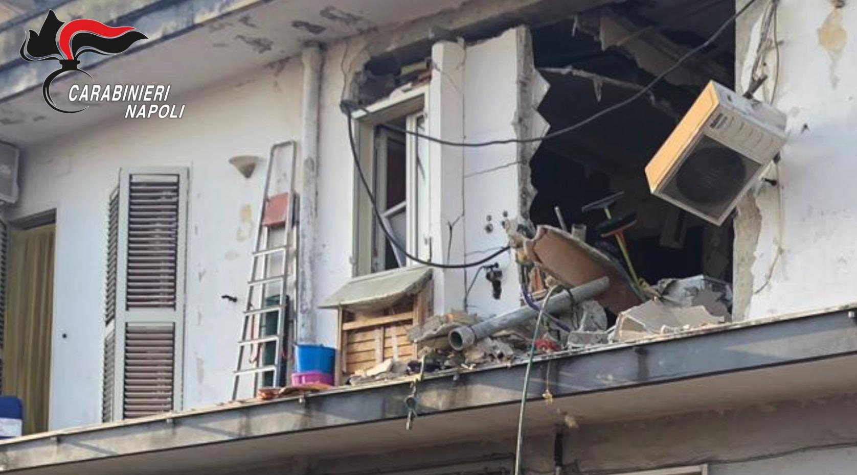 Video - Esplosione in una palazzina ad Arzano, arrestato 23enne bombarolo che «studiava» Hitler - Stylo24