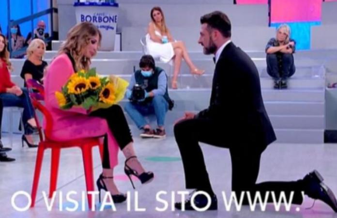Sossio Aruta torna a Uomini e Donne e sorprende tutti, colpo di scena in puntata
