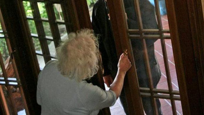 Procida, finto corriere tenta la truffa agli anziani: arrestato
