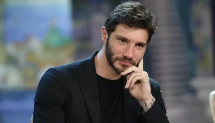 Stefano De Martino triste dopo la rottura con Belen, il video che preoccupa i fan