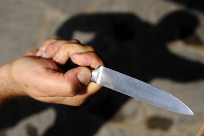 Rapinano imprenditore con spranghe e coltelli: denunciati 3 bengalesi a Sant'Antimo