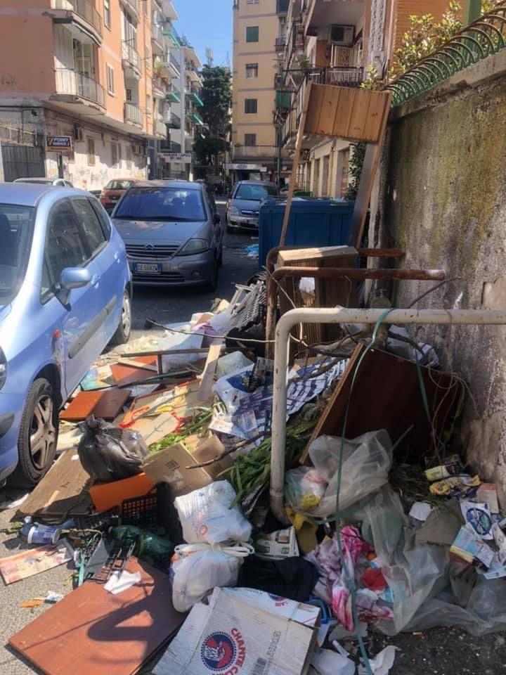 I rifiuti in Via Nicolò Garzilli