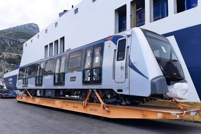 I nuovi treni Anm provenienti dalla Spagna e ancora fermi in deposito
