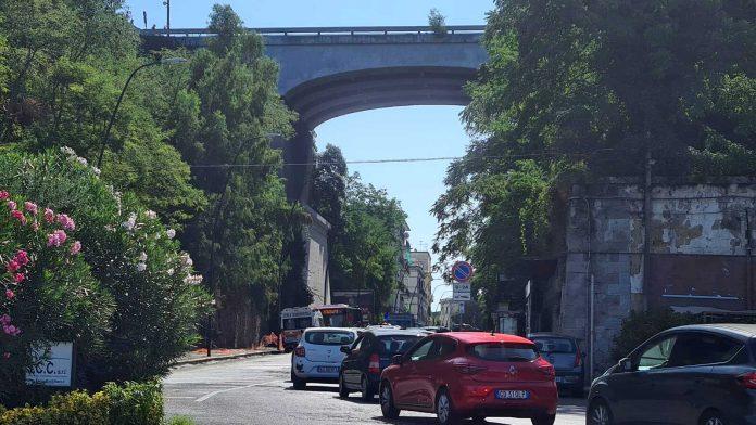 Tenta il suicidio dal ponte di Posillipo, ragazza salvata dalle forze dell'ordine