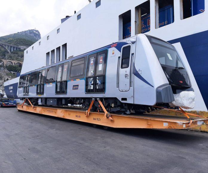 Metro Napoli, il Ministero rinvia la risposta: i nuovi treni forse nel 2022